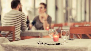 7 Strategies for Eating Healthy While Eating Out