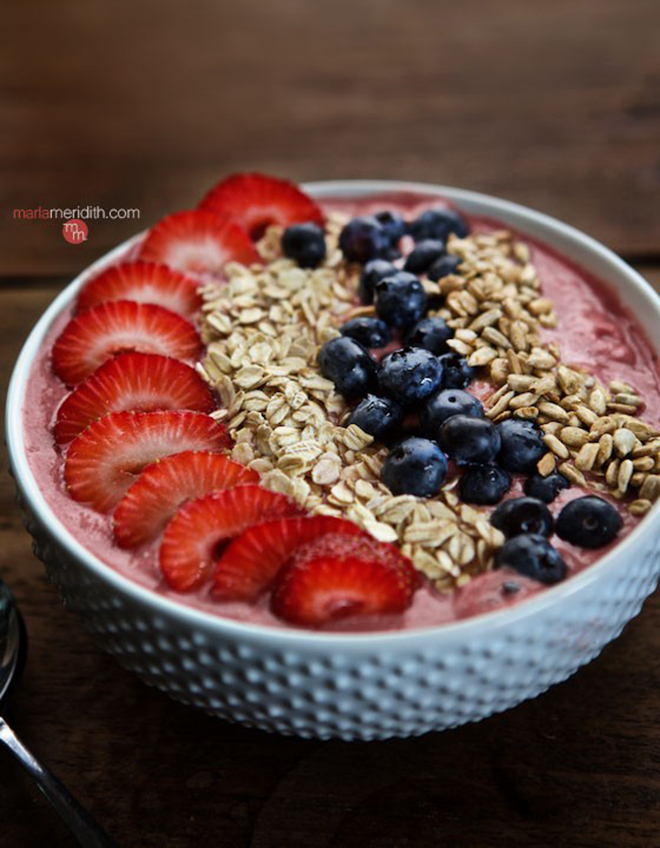 Strawberry-Oatmeal-Smoothie-Bowl