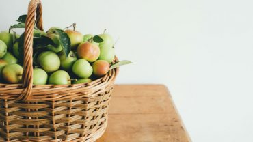 What's the Nutritional Value of an Apple?